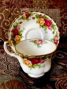 ENGLAND ROYAL ALBERT OLD COUNTRY ROSES FOOTED TEA CUP & SAUC